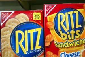 Una imitación china de galletas Ritz Crackers es demandada por infracción de marca registrada