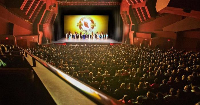 Actuación de Shen Yun en el Segerstrom Center for the Arts en Costa Mesa, California, el 13 de abril de 2016 (Minghui.org)
