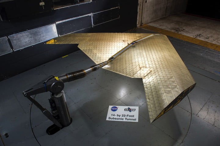 Ala ultraligera y deformable en el túnel de viento de alta velocidad de la NASA en el Langley Research Center.